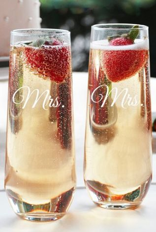 stemless champagne glasses for the couple!