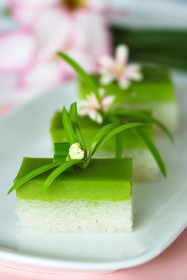 Amazing Malaysian kuih (sweet cake) / Seri Muka made of glutinous rice, coconut milk, sugar and pandan leaves. Super delicious dessert!