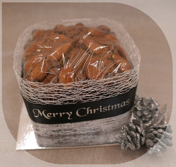 Christmas cake in black and silver - using a metallic mesh ribbon and a black and silver Merry Christmas ribbon. It really makes the cake colour pop!