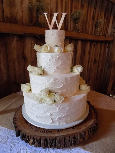 pines garden wedding cake