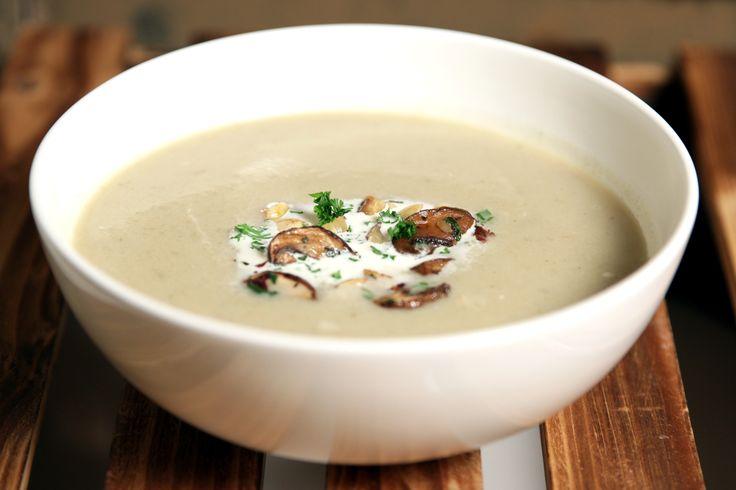 Topinambur Soup with hazelnut-champignon mix, recipe in German / Topinambur Cremesuppe mit Champignon-Haselnuss Einlage