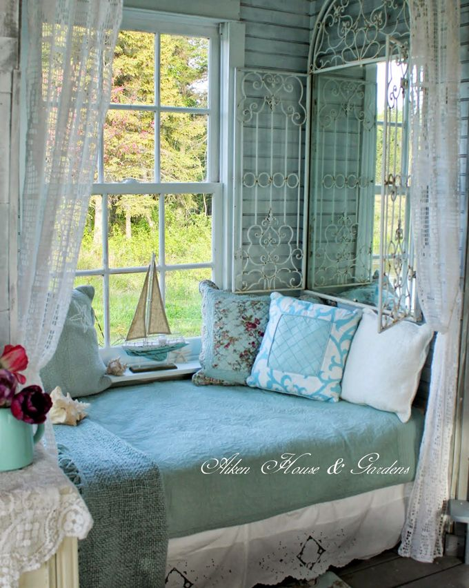 Love the colors here. The bed looks like it's in a special alcove. Would love to stay here, next to that window! houseofturquoise.com