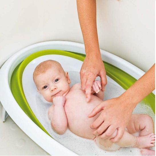 Bañera plegable para usar dentro de la bañera grande.  Las paredes flexibles se adaptan a bebés y niños pequeños, permitiendo dos posiciones. http://www.mibabyclub.com/tienda/bano-del-bebe/baneras-para-bebes/ba-era-naked-verde.html