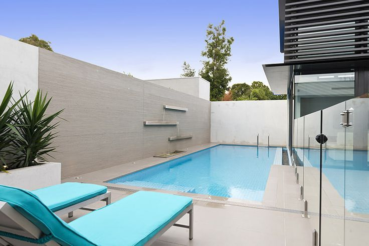 A minimalist-designed courtyard pool to give an amazing, relaxing effect.