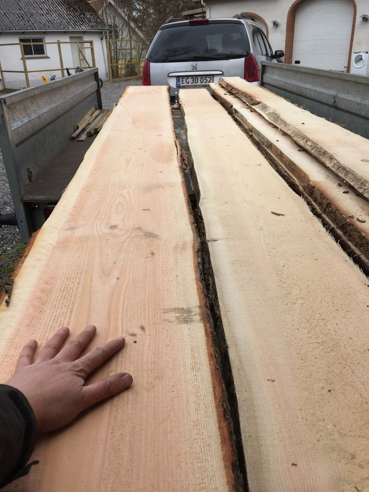 Materialer til et højbed på 3,8 x 1,2 meter. Douglas plank 5,1 meter fra 37 til 45 cm bred.