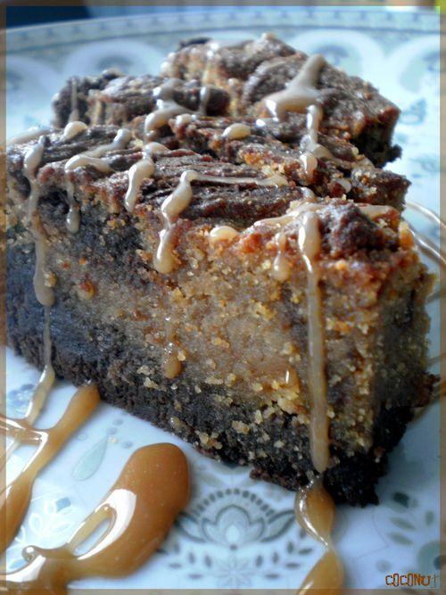 Nom : Peanut Butter Prénom : Brownie Surnom : «The Monster» Ingrédients : Le Brownie : – 180 g de chocolat noir (minimum 50%), – 160 g de beurre (avec du demi-sel c'est sublime), – 5 cl de crème fraîche, – 3 oeufs, – 110 g de farine, – 200 g de sucre, Le «Topping» (dessus) au beurre de cacahuète : – 200 g de beurre de cacahuète, – 1 oeuf, – 4 càs de crème fraîche, – 60 g de sucre, – 2 càs de farine, Le caramel : – 5 càs de sucre mouillé d'eau (environ 4 càs d'eau), – 15 g de beurre…