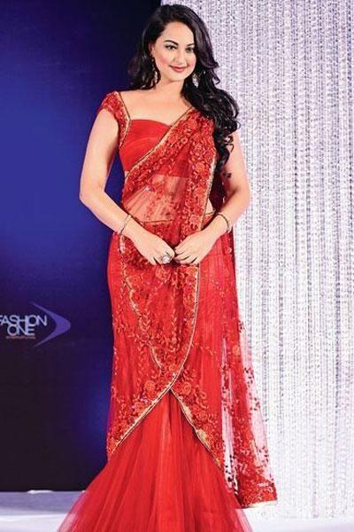 Sonakshi Sinha during Indian bridal fashion week 2012 - bollywoodshaadis.com