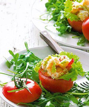 Tomate recheado com tamboril e camarão - um prato bonito de que a mãe vai gostar de certeza