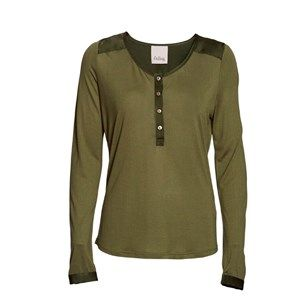 "SUST SILK - Henley T-shirt, army. Beautiful and extra soft shirt with silk on the shoulders and the button closure. Limited.  Made from 80% bamboo and 20% silk in ""dead stock"", which means that it's made from residues from other collections. Because of that, the shirt is limited."