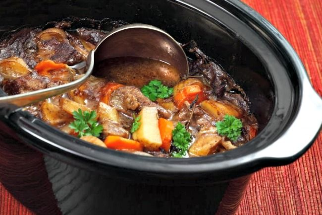 [AUSPROBIERT: auch lecker, geschmacklich mal anders, Suppenfleisch zu sehnig, besser Gulasch] Slow Cooker Irish Beef Stew