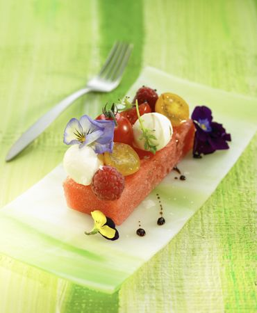 Watermelon salad with raspberries, tomato, mozzarella, balsamic reduction and flowers: Tomatoes Mozzarella, Salad Recipes, Food Dinners, Watermelon Salad2, Dishes Recipes Rr, Healthy Food, Favorite Recipes, Watermelon Recipes, Flower