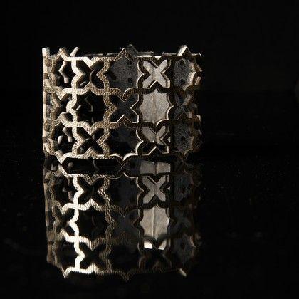 """Bracelet manchette modèle """"étoile"""" """"Design raffiné et exclusif Dana Esteline"""" crée par Joyce Benoist Fermoir aimanté, garanti sans nickel : 4 cm Coloris tendance, multiples et contrastés"""