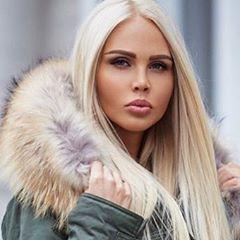 #furs #fur #furcoat #furjacket #luxury #pelzmode #mexa #furfashionguide #luxury #dollars #furfetish #fluffy #furs #furparka #furglove #furfashion #winter #futra #fauxfur #furstyle #fashionchick #luxury #pellicceria #pelz #Меховые пальто #fourrure #fox #furs ❤️www.furfashionguide.com❤️