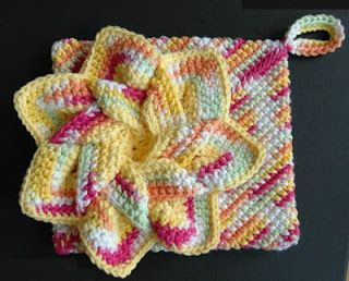 Flower Hot Pads - Free Patterns. These would make nice gift sets for Christmas...  =)