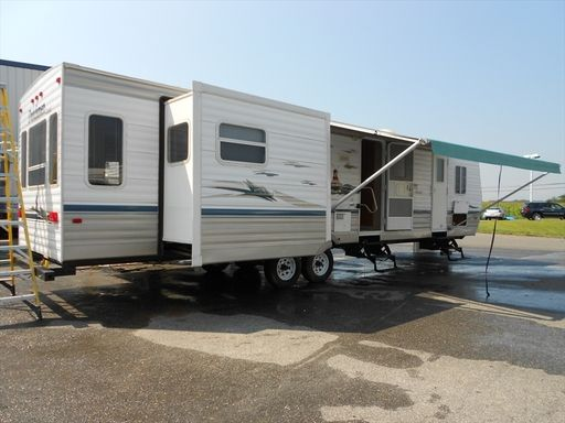Check Out This 2004 Dutchmen Classic 35DSL Listing In Ellington CT 06029 On RVtrader