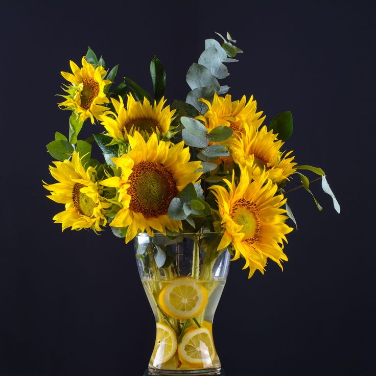 Aranjament de 7 flori cu floarea-soarelui