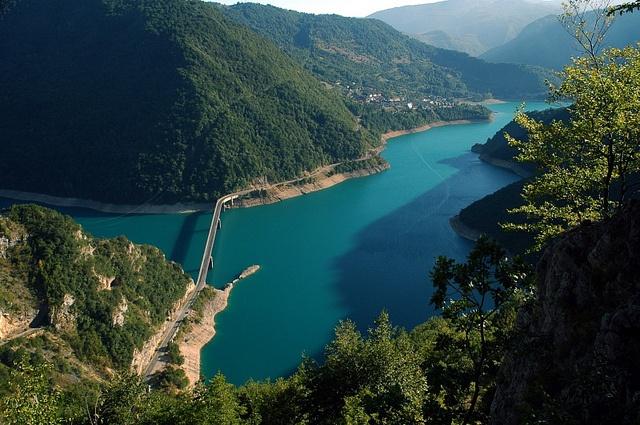 Bridge over Pliva lake / Brücke über Pliva Stausee by cooinda, via Flickr