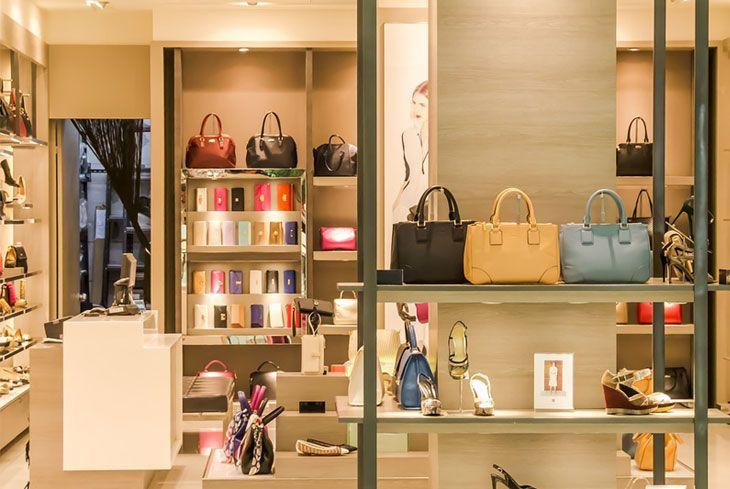 Come allestire una vetrina? L'allestimento e la disposizione degli scaffali dei negozi di abbigliamento ha dirette influenze sulle vendite.