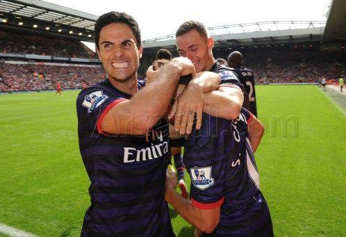Santi #Cazorla celebrates his 1st Premier League for #Arsenal with the Captain Vermaelen and Vice-Captain  #Arteta