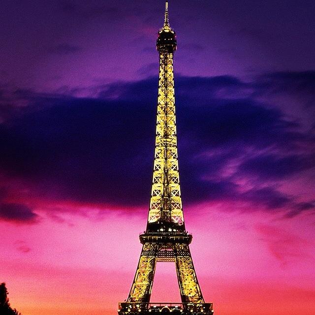Eiffel tower!! ( Paris,France is Beautiful!!!)