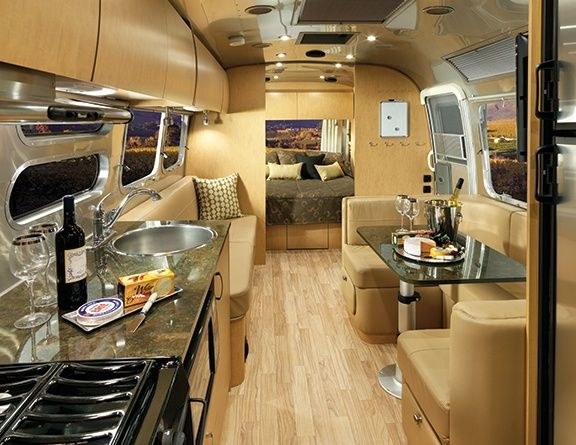 "2016 Airstream Flying Cloud Décors & Interiors | Airstream ""Cashew Golden Night"" twin beds 30'"