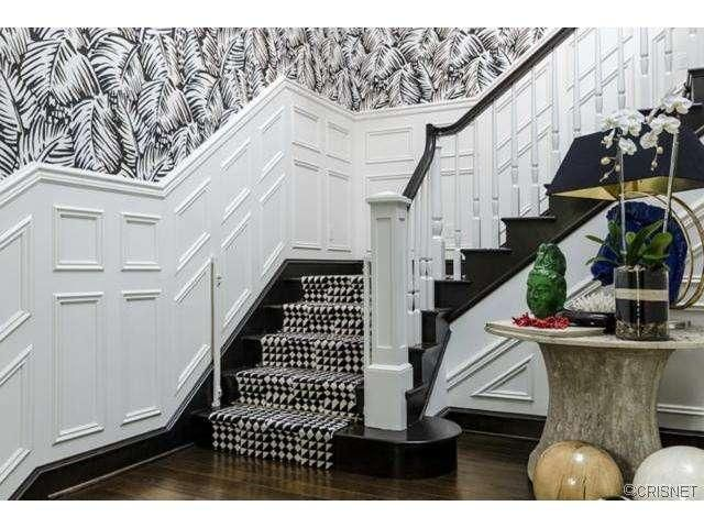 Kourtney Kardashian Black And White Stairs Kourtney