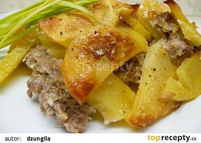 Zapečené brambory s mletým masem a smetanou recept - TopRecepty.cz