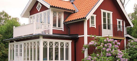 Sådana fönsterspröjs vill vi ha :: ide för bredare veranda än övervåning (ingen balkong så klart).