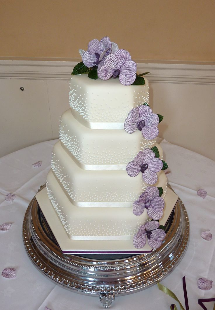 10 best Lilac & Purple Themed Wedding Cakes images on