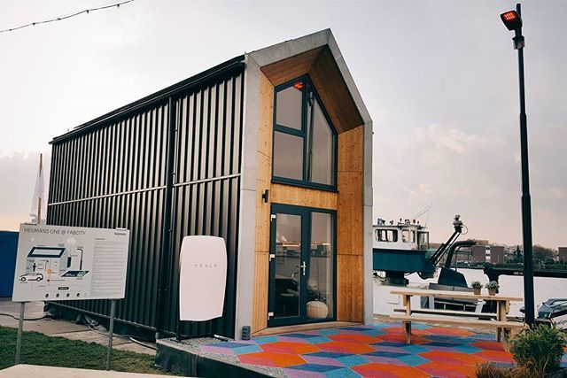 Would you like to live in #HeijmansONE ? This is a cute mobile home with new technologies and systems that contribute to a self-operating housing and improved home control. It includes the #Tesla #powerwall, tone #Eneco, Zown microgrid, sky water, a shower and an e-glow-in-the-dark playground. - Мобильный дом оснащённый умными технологиями и системами, напримар, powerwall от Tesla Motors.  #Fabcity with #NewLiving #Testlab in #Amsterdam - #EU2016NL