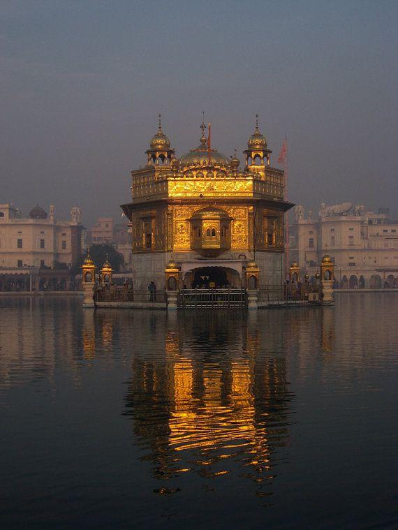 Der Goldene Tempel Abenddämmerung Amritsar Punjab von ChamelaGiri, $15.00
