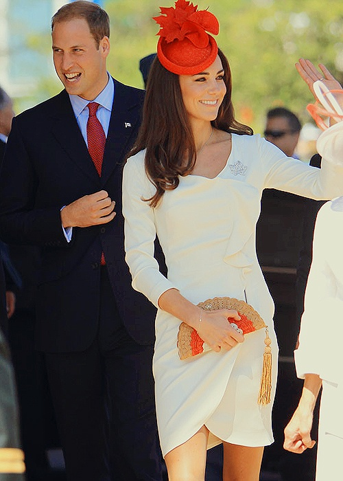 Kate Middleton wearing the same Reiss dress she did for her engagement photos. Canada tour day 2. Gosh I love them.
