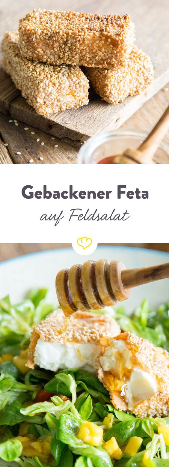 Die knusprige Kruste aus Sesam macht den cremig-würzigen Feta noch leckerer. Mit einem Spritzer Honig macht er es sich auf Feldsalat mit Mango bequem.