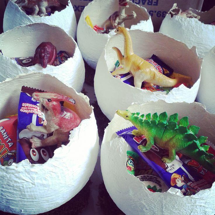 Bolos huevos de dinosaurios