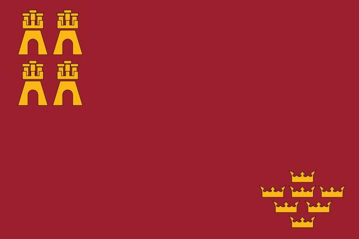 La bandera de Murcia es interesante porque representa la historia de la región. Las cuatro castillas simbolizan su historia como una zona entre la corona de Aragón, el reino de Castilla, el reino Nasrid de Granada, y el mar mediterráneo. Las siete coronas representan las coronas concedidas a Murcia por la corona castellana.