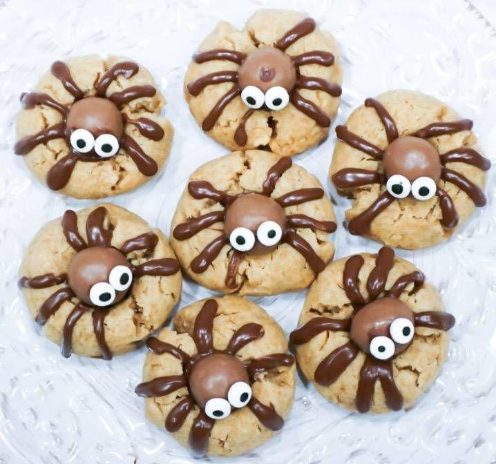 Dom här kakorna är så galet söta så de är nästan ett måste på halloween. Sen skadar det ju inte ...