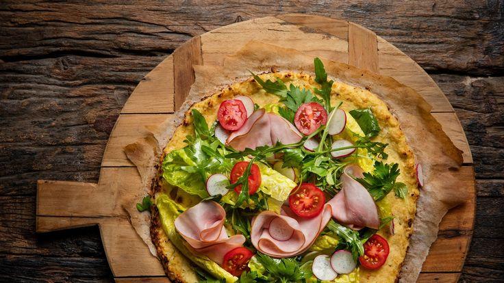 Viljaton pizza kukkakaalipohjalla