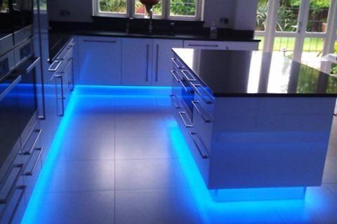 Подсветка в цоколе кухонных шкафов