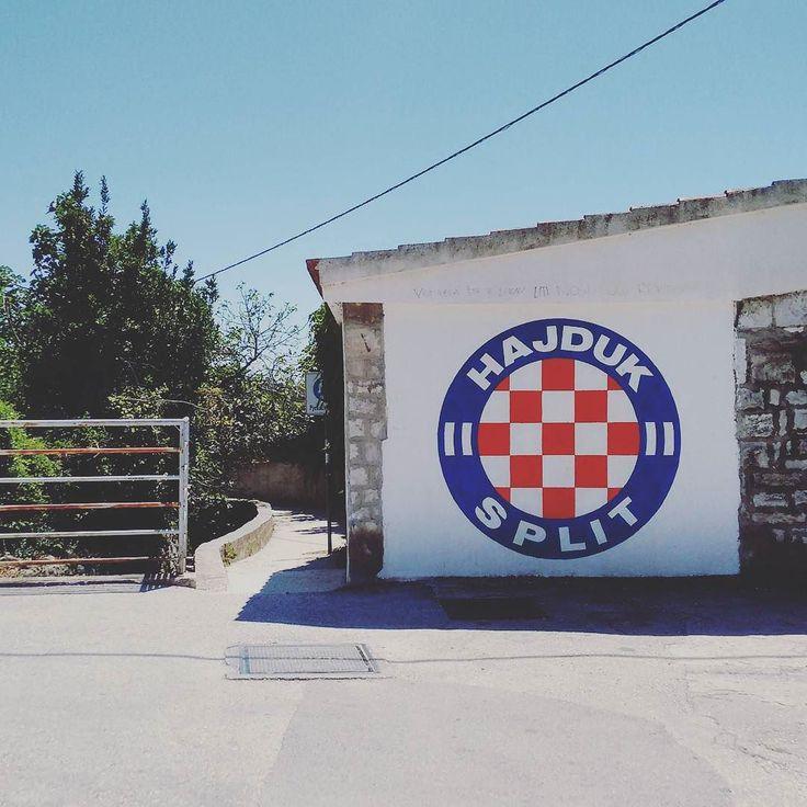 #Latergram  Split o Spalato in Croazia: mare stupendo e birra a 2 euro. E chi m'ammazza  #wanderlustitalia #wanderlusttravel #travelblogger #travel #blogger #wanderluster #beawanderluster #viaggi #l4l #f4f #instatravel #instatrip #tripgram #viaggio #like #spalato #ultra by gianluigi_wanderlustitalia