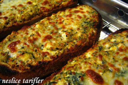 Izgarada Pişmiş Peynirli Baharatlı Kahvaltılık Ekmekler