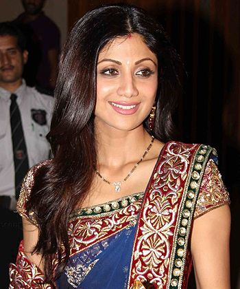 Shilpa Shetty is excitingly looking forward to her debut production Dishkiyaaoon! - http://www.bolegaindia.com/gossips/Shilpa_Shetty_is_excitingly_looking_forward_to_her_debut_production_Dishkiyaaoon-gid-36271-gc-6.html