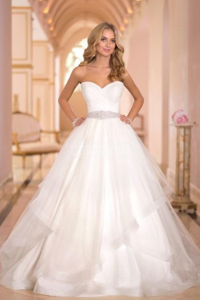 La robe de mariée de princesse par excellence avec jupe en tulle façon ballet et bustier cœur. Magnifique!