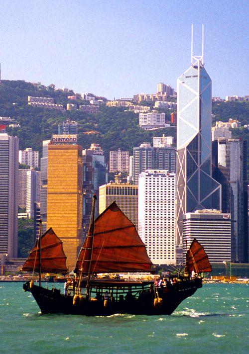 A Guide to Hong Kong's Dim Sum, Shopping, and Art
