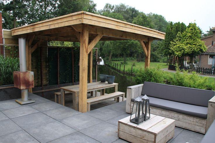 Modern afdak van eikenhout, eigen ontwerp en bouw van Frans. www.houdijkstijltuinen.nl