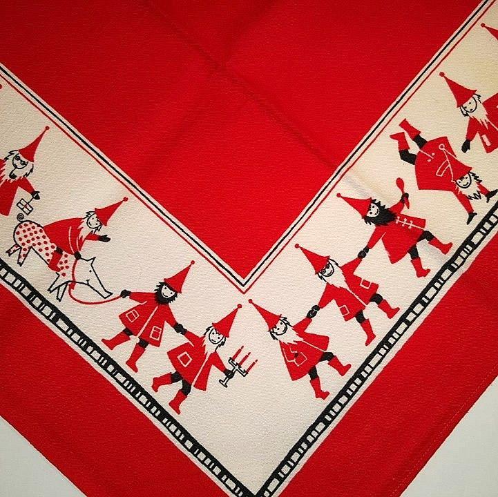 Retro Christmas textile. #trendyenser #retro #swedishdesign #kajsanordström #tomtedans #christmastablecloth #retrochristmas #retrotextile #jul #tekstiltryk #retrotekstil #juledug. From www.TRENDYenser.com. SOLGT/SOLD.