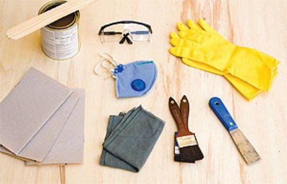 Alguns materiais usados para remover tinta em metal.
