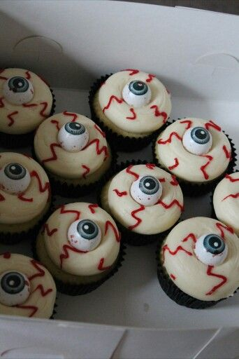 Awesome halloween cupcakes.