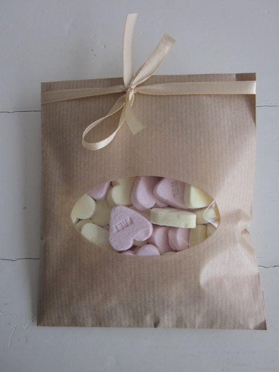 Favor bags!  Kraft papieren zakjes met ovalen venster set van 20 van Natron kraft/ouderwetse marktzakjes --- Voor je bruiloft of verjaardagsfeest