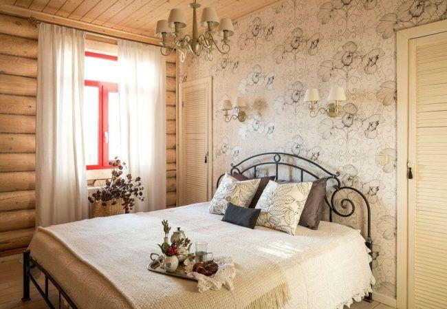 Нравятся кружевные воздушные обои и кружевная воздушная кровать. Приятные цвета,