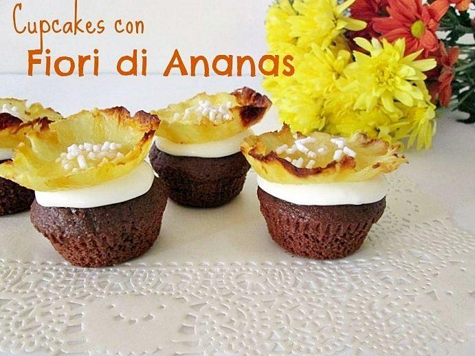 Ho decorato i cupcakes al cioccolato con fiori di ananas e con un delicato frosting con mascarpone ,una preparazione semplice ma d'effetto La cucina di ASI